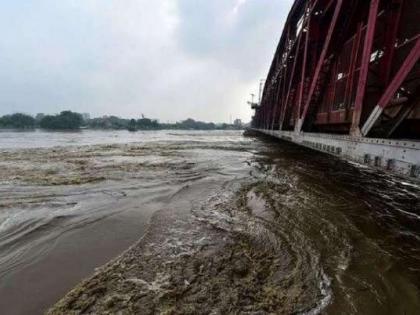 Delhi on alert Yamuna flows above danger mark in Himachalgates of Hathni Kund barrage opened   हिमाचल में यमुना खतरे के निशान से ऊपर, दिल्ली मेंअलर्ट, हथिनी कुंड बैराज के सभी 18 गेट खुले