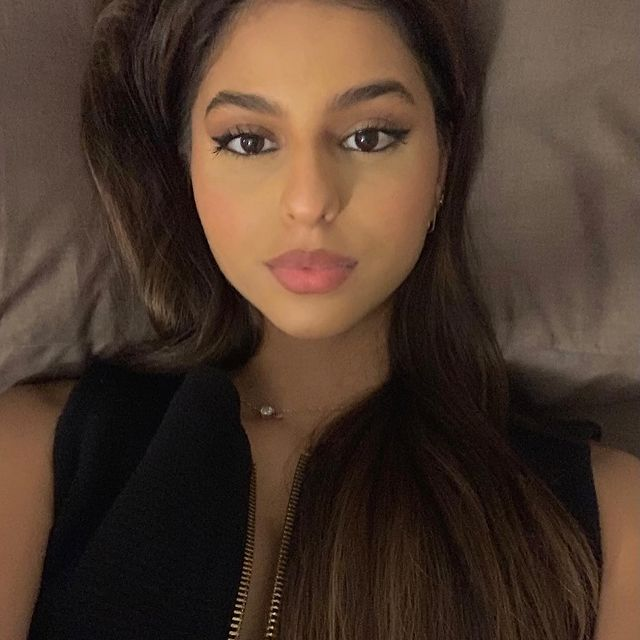 Shahrukh Khan's daughter Suhana shared Stunning photos seen in white top instagram see pics |