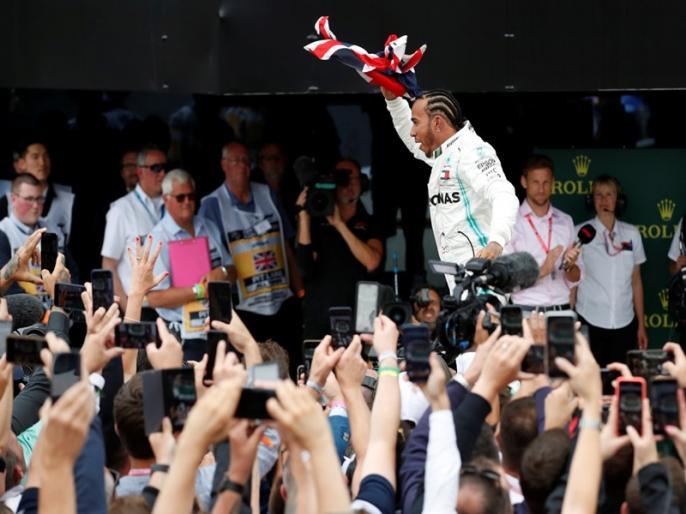 Lewis Hamilton wins record sixth British Grand Prix after Sebastian Vettel crash   लुई हैमिल्टन ने रिकॉर्ड छठी बार जीता ब्रिटिश ग्रां प्री