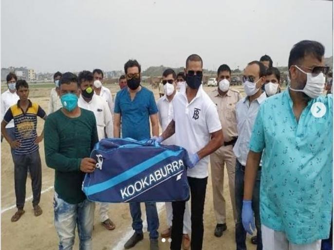 Shikhar Dhawan meets Pakistani Hindu refugees in Delhi, donates crickets kits and bedding essentials   पाकिस्तान से आए हिंदू शरणार्थियों की मदद करने पहुंचे शिखर धवन, बांटी ये जरूरी चीजें