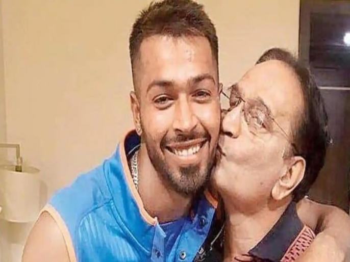 Hardik pandya father death: team india all rounder Hardik Pandya father passes away | हार्दिक पंड्या के पिता का हार्ट अटैक से निधन, भाई क्रुणाल पंड्या टी20 ट्रॉफी से लौटे वापस