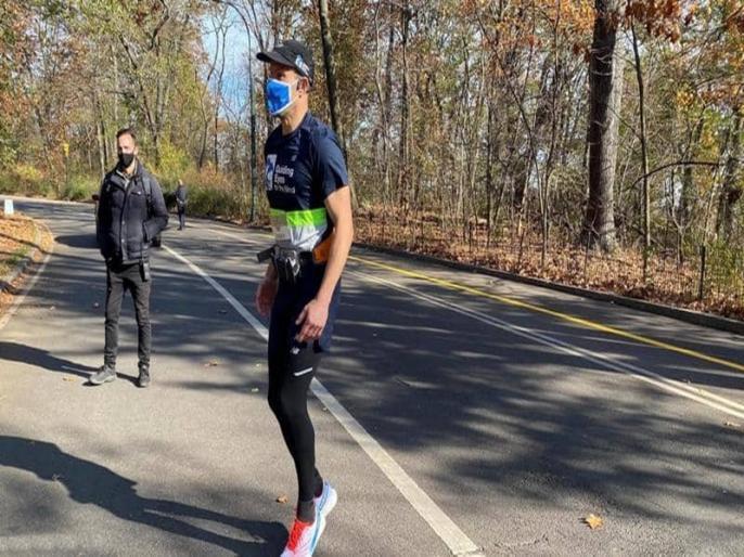 Trending viral news A blind man ran 5 kilometers alone   बचपन में खोई थी आंखों की रोशनी, 30 साल बाद 5 किलोमीटर दौड़कर कर दिया कमाल