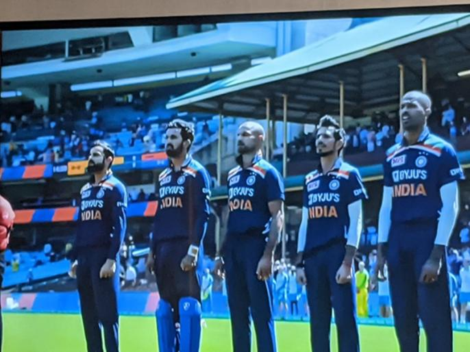 IND vs AUS, 1st ODI: players tie black arm band on arm in honor of former cricketer dean jones | IND vs AUS, 1st ODI: बांह पर काली पट्टी बांधकर उतरे दोनों टीमों के खिलाड़ी, भावुक कर देगी वजह