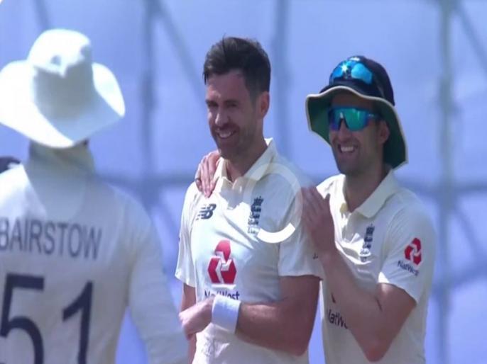 Sri Lanka vs England, 2nd Test: James Anderson take 2 wickets in an over, most wickets in test career record   SL vs ENG, 2nd Test: जेम्स एंडरसन ने एक ही ओवर में झटके 2 विकेट, अनिल कुंबले का रिकॉर्ड तोड़ने के पहुंचे और करीब