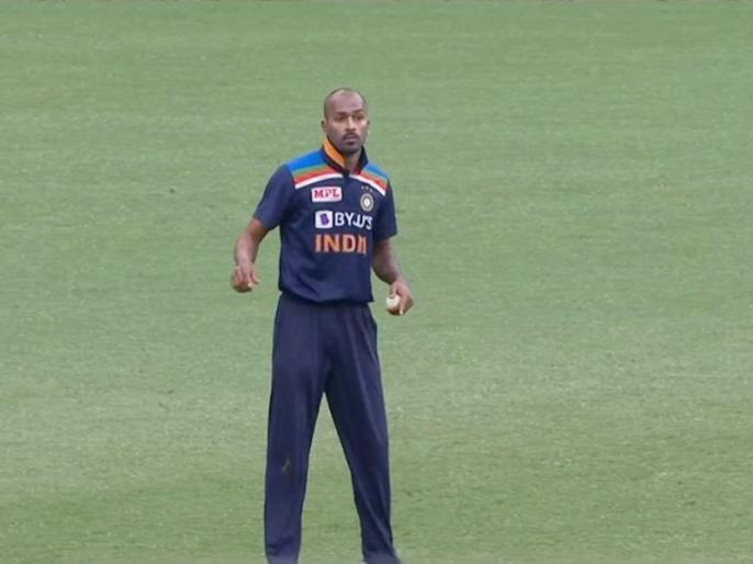 India vs Australia, 2nd ODI: Twitter reacts as Hardik Pandya resumes bowling after 14 months | IND vs AUS: 14 महीनों बाद गेंदबाजी के लिए उतरे हार्दिक पंड्या, स्टीव स्मिथ को शिकार बनाकर सोशल मीडिया पर छाए