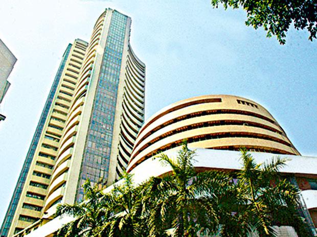share MARKETS LIVE: Sensex, Nifty trade lower; Reliance, bank stocks top drags | Share Market News: कमजोर वैश्विक संकेतों के चलते शुरुआती कारोबार में सेंसेक्स 150 अंक से ज्यादा गिरा
