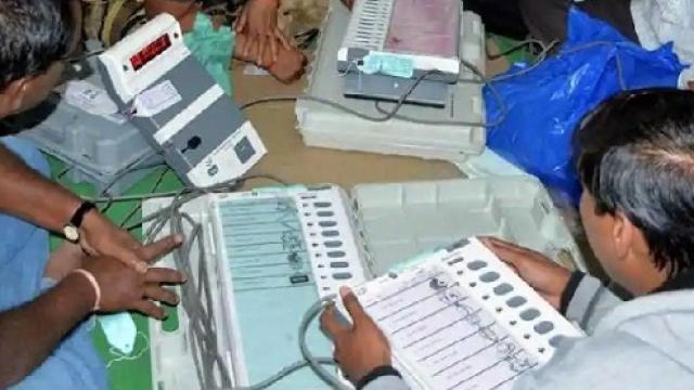 lok sabha election 2019 Election Commission of India will begin counting votes for 542 constituencies on 23 May at 7 am.   लोकसभा चुनावः मतगणना गुरुवार को, 542 सीट, 8000 प्रत्याशी, 67.11 प्रतिशत मतदान, परिणाम में देरीकी संभावना