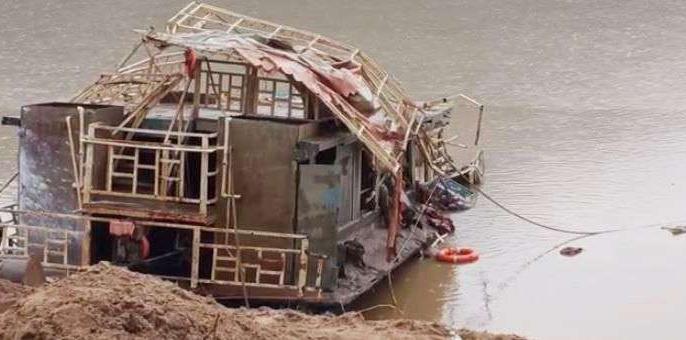 'Royal Vasishtha' boat recovered 38 days after sinking Godavari river, 51 people died in the incident   गोदावरी नदी में डूबने के 38 दिनों बाद'रॉयल वशिष्ठ' नौका बरामद,घटना में हुई थी 51 लोगों की मौत