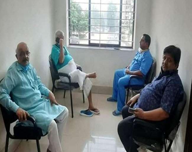 Bihar patna RJD Lalu Yadav jharkhand ranchi darbar fluently met visitors in rims hospital bjp claimed jail prison manual | चारा घोटालाः सजा काट रहेलालू प्रसाद यादव अस्पताल में लगा रहे दरबार,झारखंड में राजनीति तेज,भाजपा ने उठाई आवाज