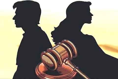 Husband said to woman in market- Divorce, divorce, divorce, case registered | सरे बाजार में महिला को पति ने कहा-तलाक, तलाक, तलाक,मामला दर्ज