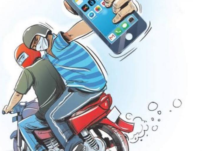 After PM Modi's niece, the miscreants snatched the magistrate's mobile, leaving no one snatcher | पीएम मोदी कीभतीजी के बादबदमाशों नेमजिस्ट्रेट का मोबाइल छीना, किसी को नहीं छोड़ रहे स्नैचर