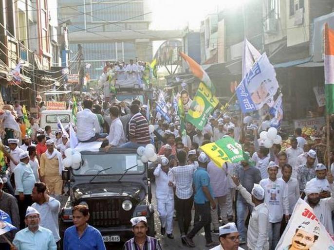 Aam Aadmi Party national convener Arvind Kejriwal on Sunday held his first-ever road show in Haryana in support of the party's Faridabad Lok Sabha candidate and State unit chief Naveen Jaihind. | लोकसभा चुनावः दिल्ली के मुख्यमंत्री अरविंद केजरीवाल ने कहा- युवाओं, व्यापारियों और किसानों के लिए खट्टर सरकार ने पिछले पांच साल में क्या किया