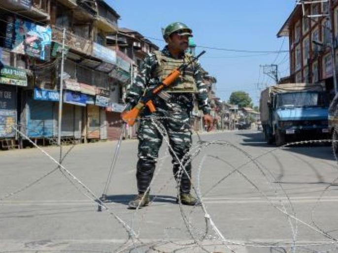 Article 370: Life affected in Kashmir even after 39th day, schools remain closed and public vehicles are off the roads | अनुच्छेद 370ः39वें दिन बाद भी कश्मीर में जनजीवन प्रभावित,स्कूल बंद रहे और सार्वजनिक वाहन सड़कों से नदारद