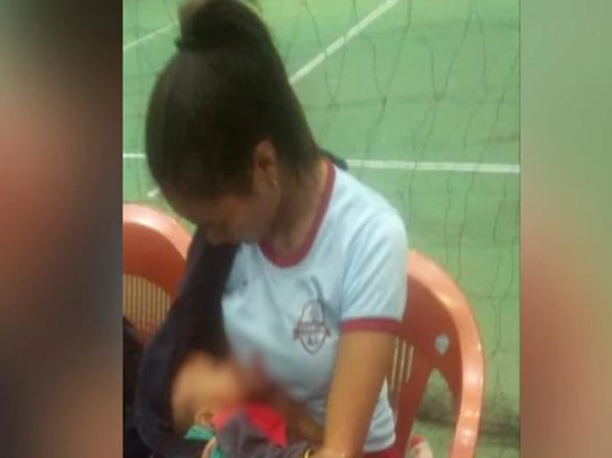Mizoram Volleyball Player Breastfeeds Baby In Break | लाइव मैच में महिला खिलाड़ी ने नवजात को पिलाया दूध, Viral हुई तस्वीर