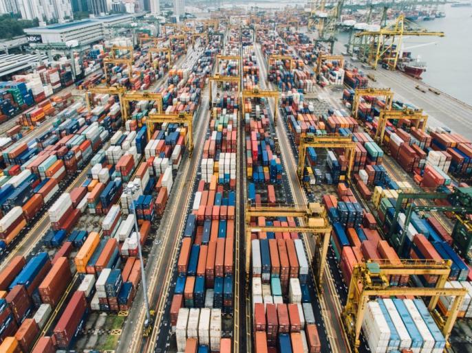 Exports grow marginally, imports up 4.5% in April. | अप्रैल में निर्यात वृद्धि चार माह के निचले स्तर पर, व्यापार घाटा पांच महीने के उच्चस्तर पर