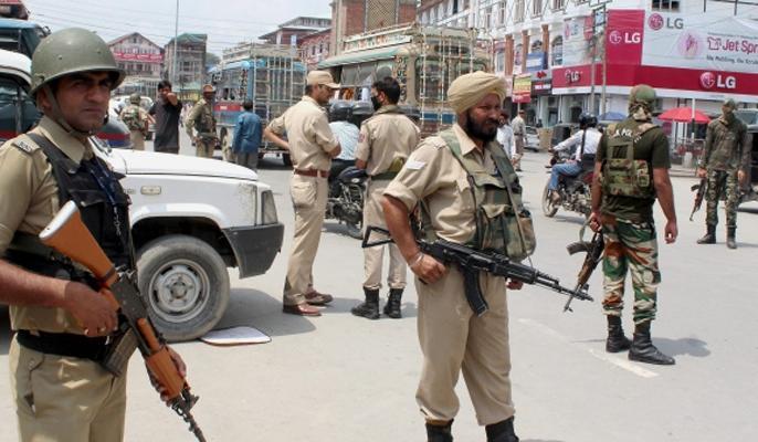 Article 370: Jammu and Kashmir police said - inform PCR against spreaders of rumors   जम्मू-कश्मीर पुलिस ने कहा-अनुच्छेद 370 पर अफवाह फैलाने वालों के खिलाफ पीसीआर को सूचना दें