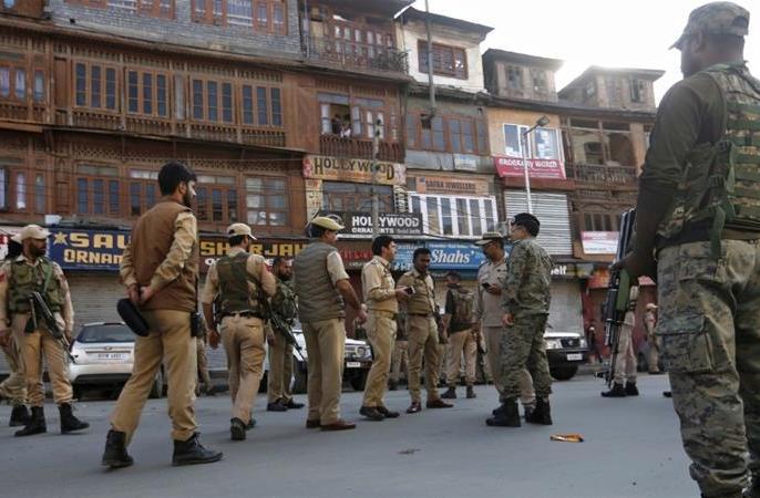 Article 370: The condition of Kashmiri Pandits worsens, people of all religions can live in peace in Kashmir | अनुच्छेद 370ःकश्मीरी पंडितों की हालत खराब,कश्मीर में सभी धर्म के लोग शांति के साथ रह सकें