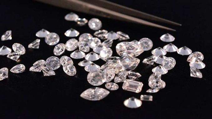 Madhya PradeshPanna district Diamondslaborers7.2 carat mine price | मध्य प्रदेशःमज़दूर की किस्मत में चमके हीरे,खदान से 7.2 कैरेट का हीरा, कीमत सुन उड़ जाएंगे होश