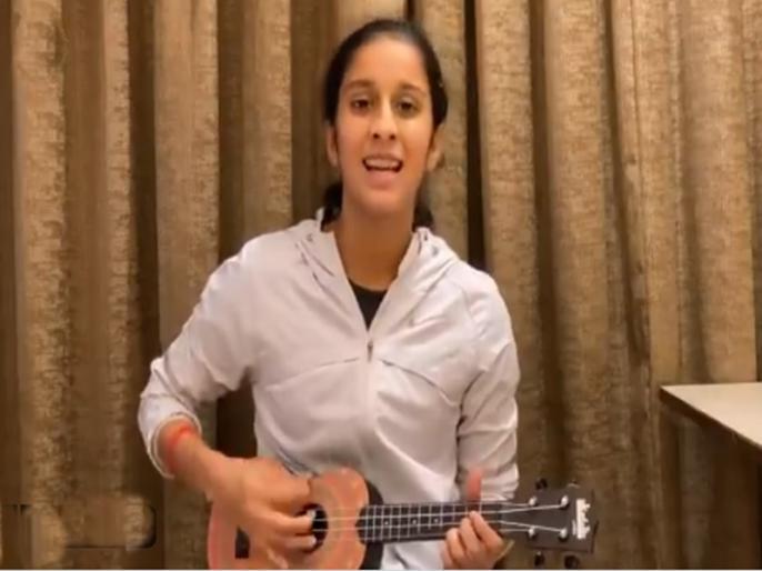 WATCH: Viral 'In-house rock star' Jemimah a big hit for BCCI | Video: लॉकडाउन के बीच इस भारतीय महिला क्रिकेटर ने जीता फैंस का दिल, गिटार थामकर गाए बॉलीवुड सॉन्ग