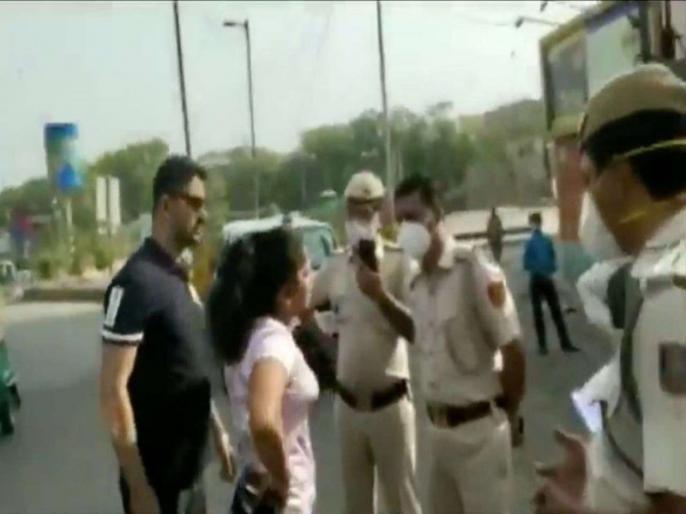 Not wearing mask in the car delhi couple misbehave with police said i have cleared upsc mains | मास्क न लगाने पर पुलिस ने रोका तो पति-पत्नी ने की बदतमीजी, कहा-मास्क नहीं लगाया तो क्या कर लोगे, मैंने यूपीएससी मैंस क्लीयर किया है