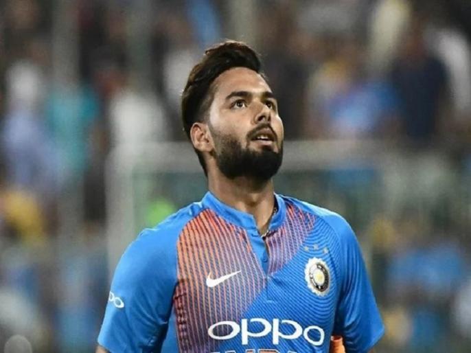 India vs West Indies, 2nd T20I: Virat Kohli left disappointed as crowd chants MS Dhoni's name following Rishabh Pant's mistake | IND vs WI, 2nd T20I: ऋषभ पंत से छूटा कैच, भड़के फैंस ने लगाए 'धोनी-धोनी' के नारे