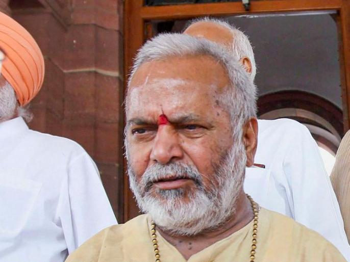 SIT constituted in Swami Chinmayanand case conducted medical examination of the accused student | स्वामी चिन्मयानंद मामले में गठित एसआईटी ने आरोप लगाने वाली छात्रा का कराया चिकित्सीय परीक्षण