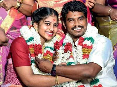 36-year-old AIADMK Dalit MLA A Prabhu marries priest's 19-year-old daughter, created ruckus   36 वर्षीय AIADMK के दलित विधायक ने पुजारी की 19 साल की बेटी से की शादी, हुआ विवाद