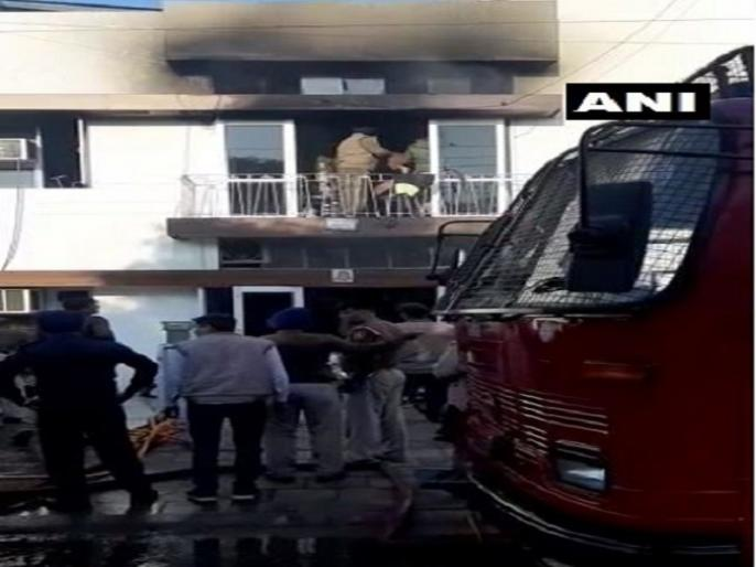 Chandigarh: Three women dead and several others injured after fire broke out at a paying guest hostel in Sector-32 | चंडीगढ़ः सेक्टर 32 में एक पीजी हॉस्टल में लगी आग, तीन महिलाओं की मौत, उम्र 19-22 साल थी