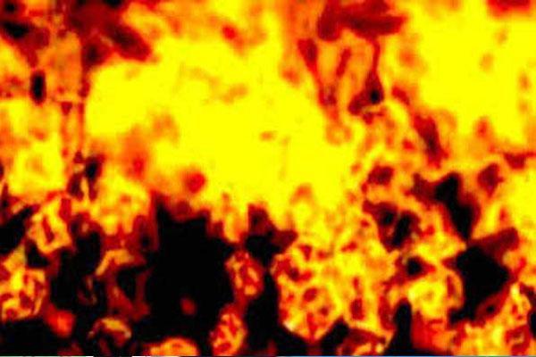 kanpurTenant youth burnt landlady and her two children by pouring kerosene both children died uttar pradesh | किराएदार युवक नेमकान मालकिन और उसके दो बच्चों को मिट्टी तेल उड़ेल कर आग लगाई, दोनों बच्चों का मौत