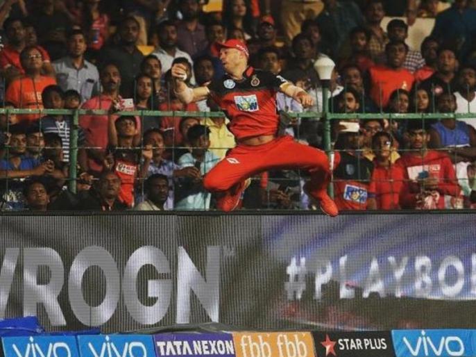 IPL 2018: Virat Kohli Compares AB de Villiers to SpiderMan after his Brilliant catch vs SRH | IPL 2018: डिविलियर्स के कैच से सन्न कोहली ने कहा, 'आज स्पाइडरमैन को लाइव देखा'