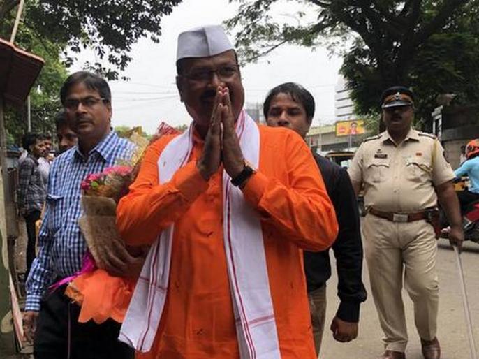 maharashtra mumbai'Pyar kiya to darna kya' government minister Abdul SattardefendsDhananjay Munde | 'प्यार किया तो डरना क्या', महाराष्ट्र सरकार के मंत्री अब्दुल सत्तार नेसहयोगी धनंजय मुंडे का बचाव किया