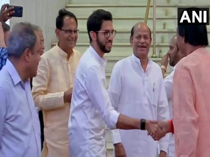 Maharashtra Cabinet: Aditya Thackeray No. 1 on social media, Ajit Pawar giving tough competition | उद्धव कैबिनेट में आदित्य ठाकरे का जलवा, सोशल मीाडिया पर नंबर-1, अजित पवार दे रहे कड़ी टक्कर