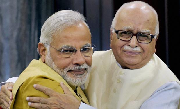 Advani did the ruckus Question: Who took the decision to cut a ticket - seeing the resentment BJP President Shah did. | भड़के आडवाणी ने किया था सवाल : किसने लिया टिकट काटने का निर्णय-आक्रोश देखकर शाह ने किया था फोन