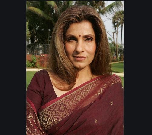 After Lata Mangeshkar, Akshay Kumar's mother-in-law Dimple Kapadia admitted to hospital | लता मंगेशकर के बाद अब अक्षय कुमार की सासू मां डिंपल कपाडिया अस्पताल में भर्ती, ट्विंकल खन्ना मिलने पहुंची