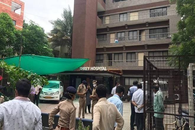 Fire in Ahmedabad hospital: brave attendant rescues three elderly patients | अहमदाबाद के अस्पताल में आग: बहादुर परिचारक ने तीन बुजुर्ग रोगियों को बचाया