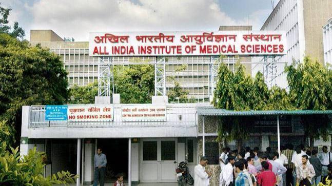 Bihar: Patna AIIMS doctors will go on strike amid Corona epidemic, the number of infected in the state is near 83 | बिहार: कोरोना महामारी के बीच पटना एम्स केडॉक्टर करेंगे हड़ताल, सूबे में संक्रमितों का आंकड़ा 83 हजार के करीब