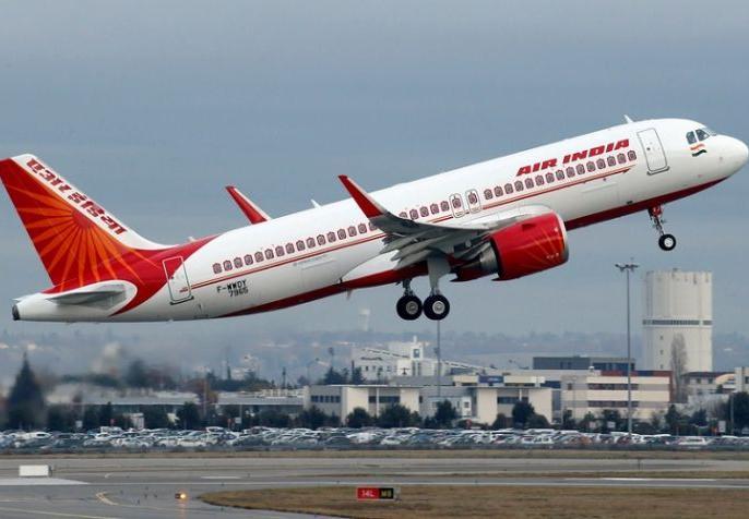Air India 191 Mumbai-Newark flight has made a precautionary landing at London Stansted Airport due to a bomb threat. | बम धमाके की धमकी के बाद एयर इंडिया का विमान ब्रिटेन में उतरा