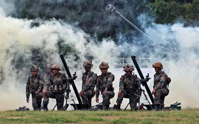 jammu kashmir: ceasefire violations by Pak army after Indian army Action | जम्मू कश्मीर: भारतीय सेना की कड़ी कारवाई से बौखलाई पाक सेना, तोड़ा सीजफायर