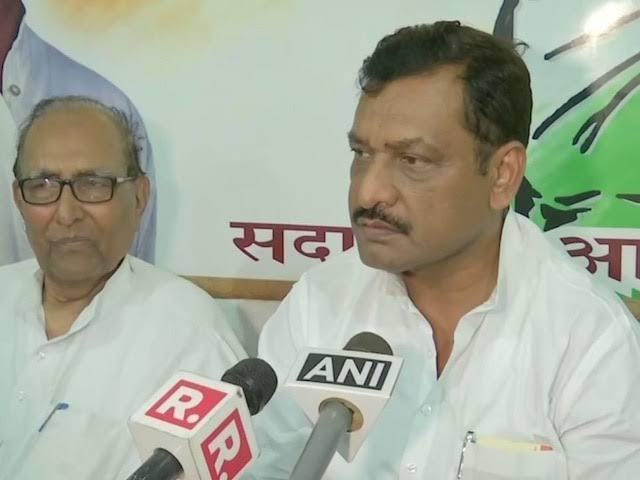 Congress leader akhilesh singh says Under Modi govt, surgical strike happens just before elections | PoK में स्थित आतंकी कैंपों को भारतीय सेना द्वारा तबाह करने पर कांग्रेस ने उठाया सवाल, कहा-चुनाव से पहले ही कार्रवाई क्यों?