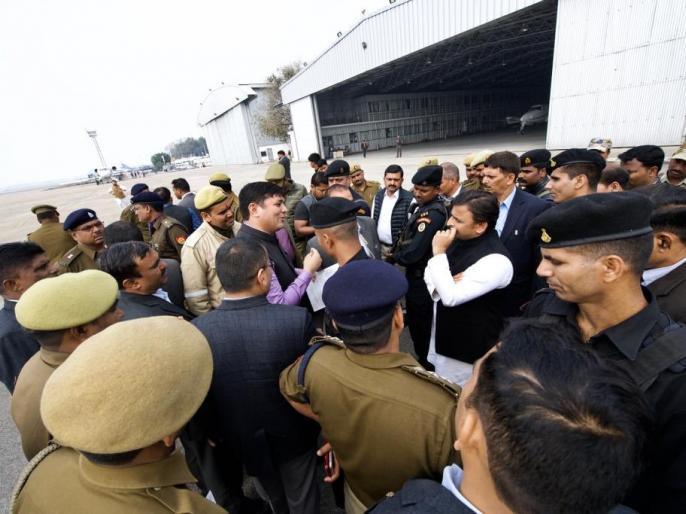 Akhilesh Yadav not allowed to go to Prayagraj, Chartered plane stopped at Lucknow Airport | अखिलेश यादव को नहीं मिली प्रयागराज जाने की परमिशन, लखनऊ एयरपोर्ट पर रोका गया चार्टर्ड प्लेन