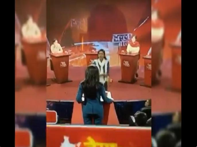 Alka Lamba lash out anchor Anjana Om Kashyap in a live show video goes viral halla bol aaj tak | अलका लाम्बा ने एंकर अंजना ओम कश्यप को लाइव टीवी शो में जमकर धोया, वायरल हुआ वीडियो