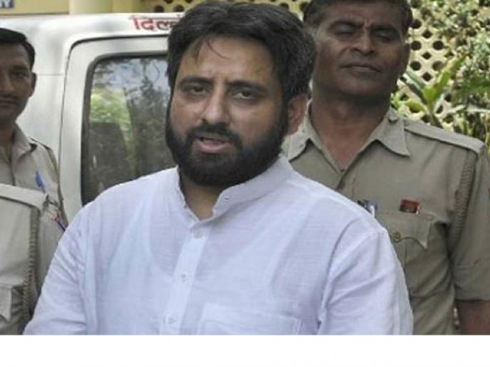 AAP Amanatullah Khan's kin Meerut claim up police beat and assaulted when we celebrate victory   AAP के अमानतुल्लाह खान की जीत पर मेरठ में जश्न मना रहे थे परिवार वाले, UP पुलिस पर पिटाई व महिला से अभद्रता करने का आरोप, जानें पूरा मामला