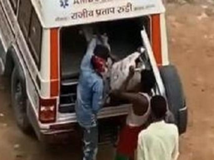 pappu yadav shares video showing ambulances bought from rajiv pratap rudys mplad fund carrying | 50 एम्बुलेंस को खड़ी रखने पर घिरे बीजेपी सांसद, पूर्व सांसद पप्पू यादव ने वीडियो शेयर कर लगाए कई गंभीर आरोप