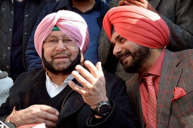 Punjab Chief Minister Captain Amarinder Singh accepts Navjot Singh Sidhu's resignation as State Minister | पंजाब CM कैप्टन अमरिंदर सिंह ने नवजोत सिद्धू का इस्तीफा किया मंजूर, राज्यपाल को भेजा