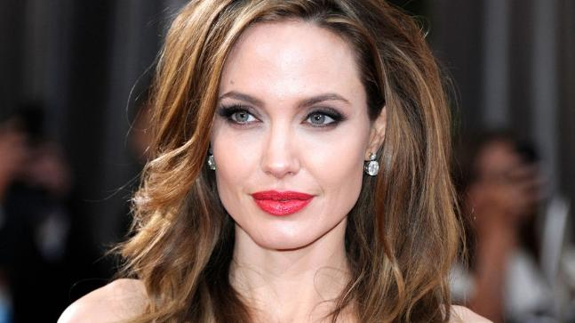 Corona Virus: Angelina Jolie, Kylie Jenner Support $ 1 Million | कोरोना वायरस : एंजेलिना जोली, काइली जेनर ने 10 लाख डॉलर की मदद दी