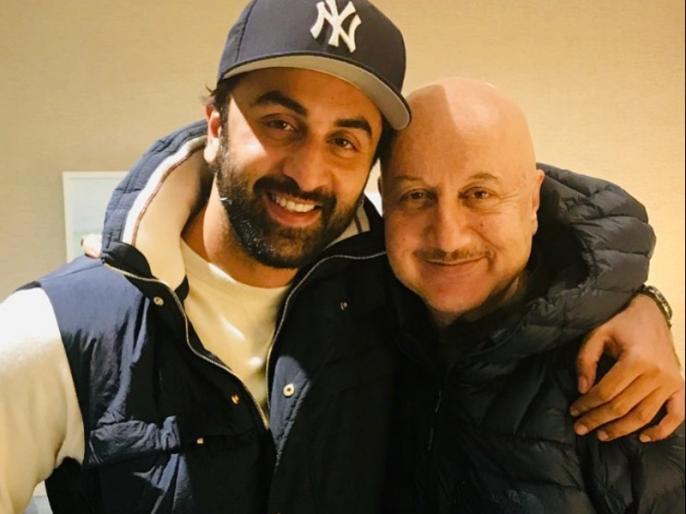 bollywood actor anupam kher share his shoes photo on instagram | लॉकडाउन में अनुपम खेर के जूतों में लग गई दीमक, उग आए पौधे, तस्वीर शेयर कर एक्टर ने कही यह बात