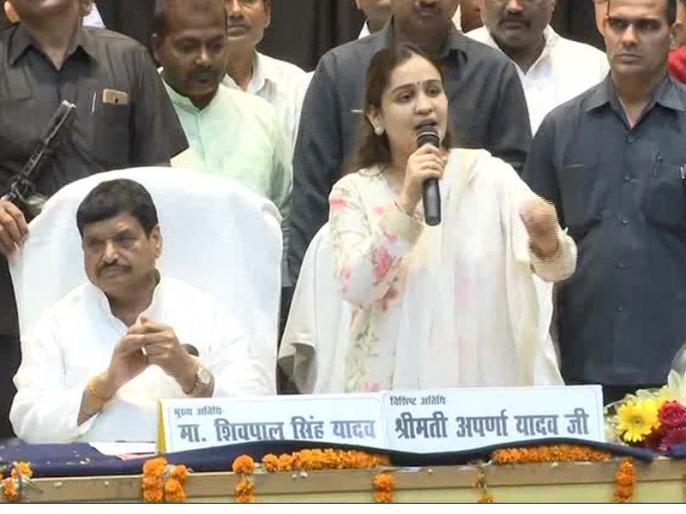 mulayam singh yadav daughter in law aparna yadav supported shivpal singh yadav | फिर दो धड़ों में बंटा मुलायम सिंह का परिवार, छोटी बहू अपर्णा चाचा शिवपाल के साथ, बढ़ी सियासी गर्मियां