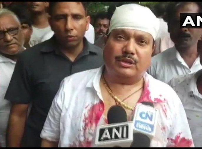 West Bengal: BJP MP Arjun Singh's car was allegedly vandalised by TMC workers | पश्चिम बंगालः बीजेपी सांसद अर्जुन सिंह की कार पर हमले के खिलाफ हो रहे विरोध प्रदर्शन में लाठी चार्ज, घायल हो गए नेता!