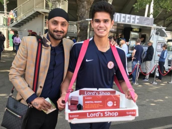 Arjun Tendulkar spotted selling radios outside lord's by Harbhajan Singh, pic goes viral | Ind vs ENG: लॉर्ड्स के बाहर 'रेडियो बेचते' नजर आए अर्जुन तेंदुलकर, हरभजन ने शेयर की तस्वीर, हुई वायरल