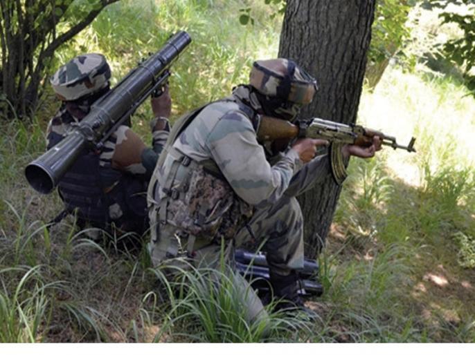 Two CRPF personnel injured in terrorist attack in Kashmir | कश्मीर में आतंकवादी हमले में सीआरपीएफ के दो जवान घायल